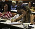 Parlamentarios cubanos debaten importantes temas en comisiones