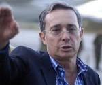 Uribe recibido a tomatazos en ciudad colombiana