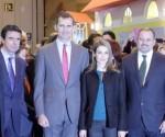 El Príncipe Felipe visita el stand de Cuba en FITUR