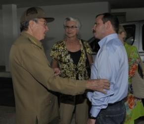 Fernando González ya está en la Patria. Lo recibieron Raúl, otros dirigentes de la Revolución y familiares
