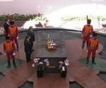 Raúl Castro rinde tributo a Chávez en el Cuartel de la Montaña